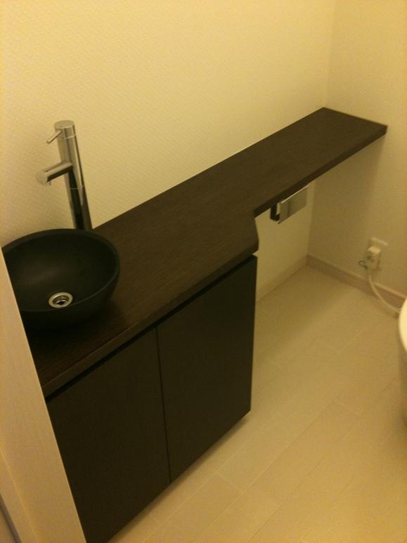 手洗いカウンターと収納