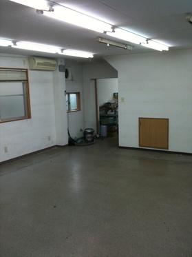 事務所・工場内はからっぽに。。。